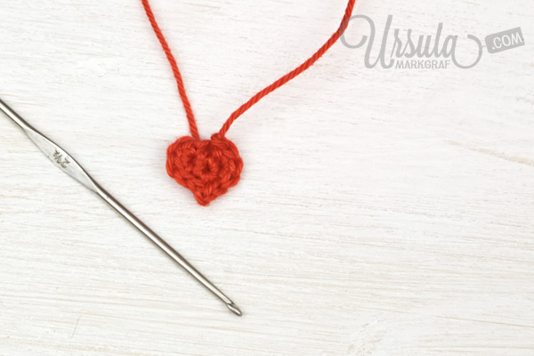 tiny-heart-crochet-tutorial-ursula-markgraf_MG_8376
