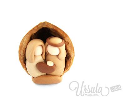 Handgemachte Krippe in Nussschale von Ursula Markgraf/Handmade manger in nutshell by  Ursula Markgraf